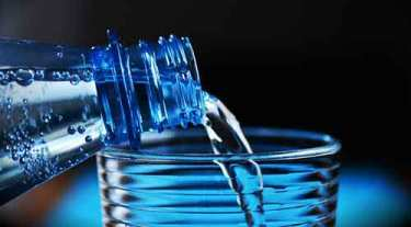 Сколько нужно питьевой воды. Мы знаем о том, что нужно пить много чистой воды, мы этого не делаем. Как выработать у себя привычку пить больше чистой воды.