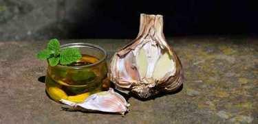 ЧЕСНОК ДЛЯ ЗДОРОВЬЯ. РЕЦЕПТЫ.Статья о пользе чеснока для здоровья и его применении в народной медицине. Рецепты народной медицины с чесноком: чесночное масло, чай с чесноком.